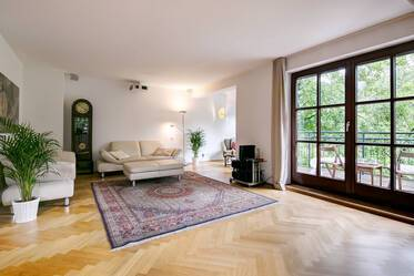 Neuhausen: High-quality 4-room apartment in quiet rear building, surrounded by greenery