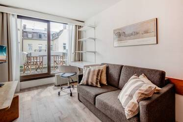 Beautifully furnished 1-room apartment with roof terrace in Munich Maxvorstadt