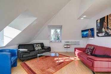 Bright 3-room attic apartment in top location in Munich-Harlaching