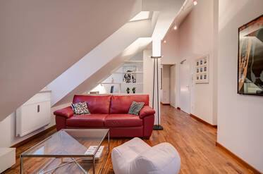 Modern attic apartment (roof extension in 2008) in Schwabing-Nord