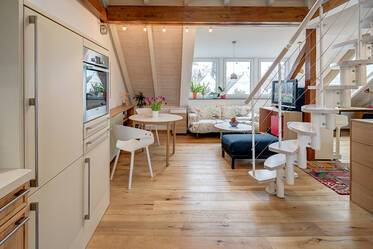 Beautiful gallery apartment in Munich-Trudering, furnished with great care