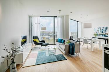 Premium apartment in the Friends Tower: Spacious, sunny apartment with concierge, gym and roof terrace