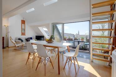Bright 3-room maisonette apartment with roof terrace and gallery