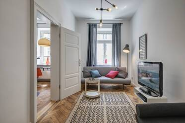 Beautiful 5-room period apartment with balcony in Mittersendling