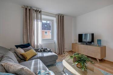 Newly furnished, sunny 3-room apartment with balcony in central Munich-Maxvorstadt