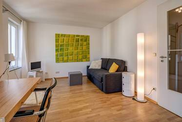 Prime location in Schwabing, directly at Münchner Freiheit: Beautiful 1-room apartment