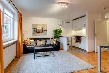 Very quiet location in Alt-Sendling, near Westpark: lovely 2-room apartment with modern furniture