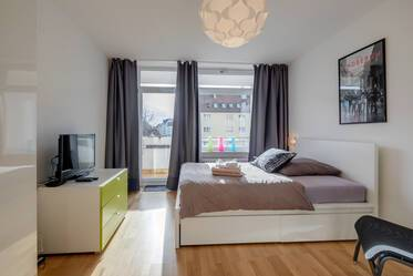 Bright, furnished 1-room apartment: perfect connection to public transport in Munich-East/Berg am Laim