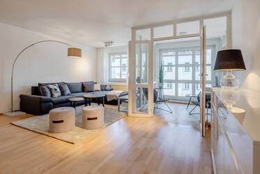 At the Elisabethplatz in Schwabing: Spacious, modern, furnished 4-room apartment in sought-after location