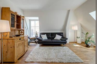 High-quality maisonette apartment with internet in prime location of Munich
