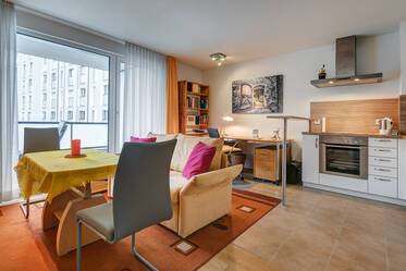 Nicely 2-room furnished in Pasing with open kitchen, balcony and split-level parking