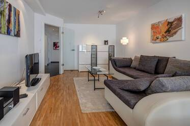 Munich-Giesing: Beautiful 3-room apartment with balcony and underground parking