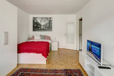 Bright city apartment with good floorplan and beautiful furniture in Munich-Neuhausen