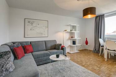Bogenhausen, near line U4: Pretty, furnished 1.5-room apartment with balcony