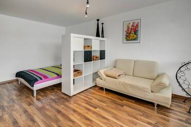 Temporary living in Parkstadt Solln: spacious 1-room apartment (40m²)