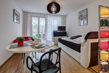 EVERYTHING IS NEW: Lovely apartment in Munich-Maxvorstadt with underground parking space