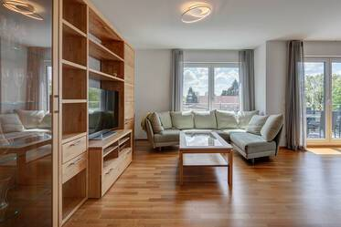 Sunny, spacious 4-room apartment in Munich-Unterhaching with two bathrooms and two balconies