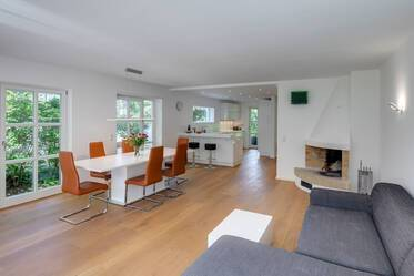 Light-flooded 4-room end-terrace house with beautiful garden in top location Munich-Solln