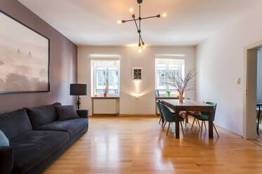 Prime location between Gärtnerplatz and Viktualienmarkt: Spacious 3-room apartment with large kitchen