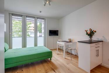 Very beautiful 1-room apartment, completely newly furnished - only 3 minutes from Silberhornstraße