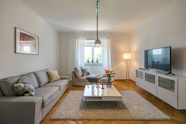 Beautifully furnished 3-room apartment with 2 bedrooms in good residential area, Bogenhausen