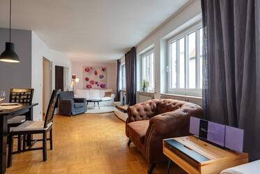 Prime location in Lehel, near Isar and English Garden: Beautiful, furnished 3-room apartment