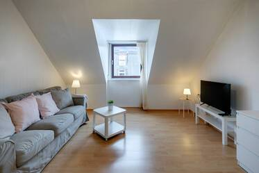 Central Munich: Fully furnished 2.5-room apartment in Glockenbachviertel