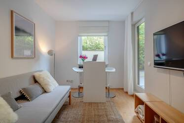 Exclusive location in Bogenhausen-Herzogpark: Beautifully furnished 1-room apartment with large terrace