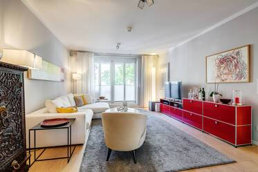 Prime location in Altbogenhausen: Exclusively furnished 3-room Premium apartment with terrace and garden