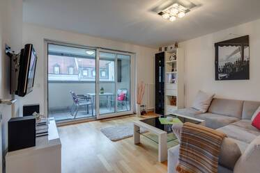 Just a few minutes from U-Bahn Brudermühlstrasse in Sendling: Furnished 2-room apartment with balcony