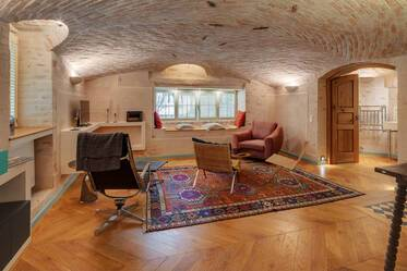 Unique 2-room souterrain apartment with high-quality furniture and vaulted ceilings in Munich-Neuhausen