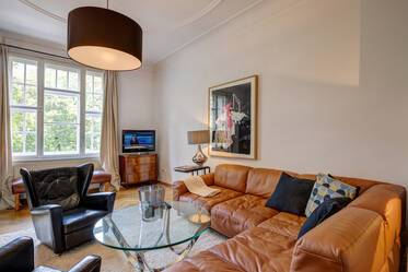 Stylish and elegantly furnished 5-room period apartment in Munich-Schwabing