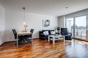 Very beautiful, furnished 4-room apartment with balcony and underground parking in Parkstadt Solln