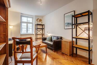 Near Leonrodplatz: Pretty 2-room period apartment