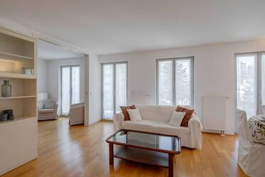 Bright, fully furnished 3-room apartment with balcony in sought-after location in Munich Au-Haidhausen