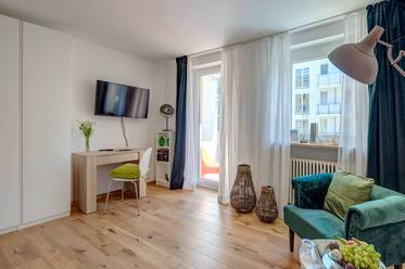 First occupancy after renovation and refurnishing, 8 minutes from the Rosenheimer Platz