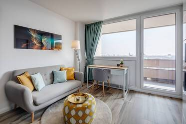 Sunny, with panoramic view over the city: newly renovated and furnished apartment in Munich-Laim