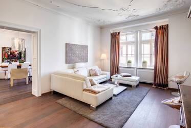 Prime location in Munich-Lehel: spacious 5-room apartment, fully furnished