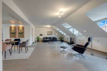 Gärtnerplatz: Generous, modernly furnished 3-room attic apartment with balcony and optional parking