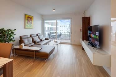 First occupancy near Hirschgarten: Newly furnished 4-room apartment with 2 balconies, parking