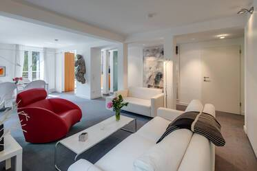 Prime location: High-quality, generous 2-room roof terrace apartment