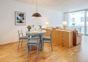 Bright, generous 2-room apartment, fully furnished in Munich-Maxvorstadt