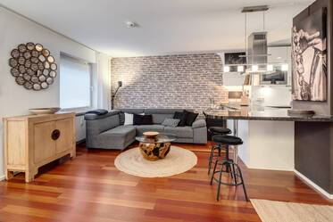 Modern, fully furnished city apartment