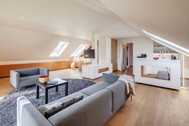 Großhadern: luxuriously furnished attic apartment