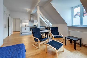 Very attractively furnished attic apartment in Westend