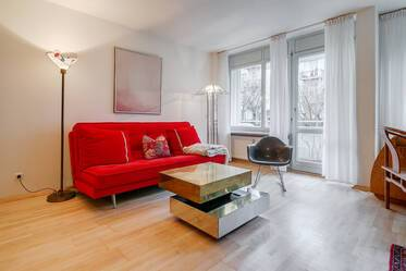 Top-Location near Isartor: beautiful furnished 2 room apartment facing an inner cortyard