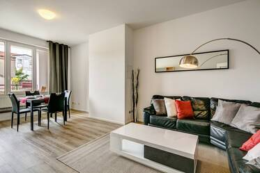 Western Munich: Beautifully furnished 4-room apartment with 3 bedrooms and internet in Laim