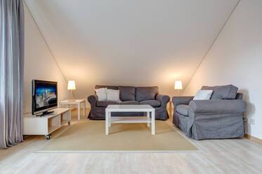 Quiet and spacious 2-room attic apartment in prime location Munich-Harlaching/Menterschwaige