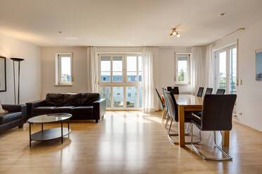 Bright, nicely furnished roof terrace apartment in quiet location in Munich-Johanneskirchen