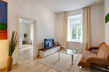 Central Schwabing, 5 minutes from Münchner Freiheit: Lovely, furnished 2-room apartment